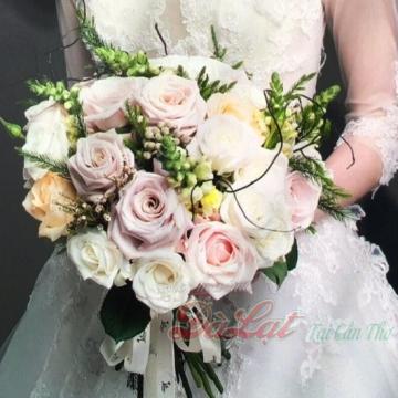 Cầm tay cô dâu 10