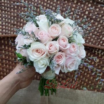 Cầm tay cô dâu - Môi hồng